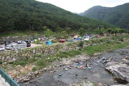 별빛 쏟아지는 시원한 계곡…단양 캠핑장 연일 만원