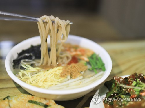 [음식기행] 국수주의자에게 권한다…영월 강원토속식당 칡국수