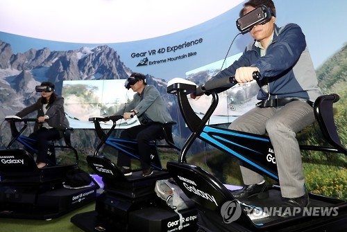 A participant rides on a virtual reality gear during an exhibition held in Seoul on Oct. 6, 2016. (Yonhap)