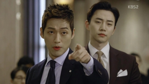 "This image captured from the finale of ""Good Manager"" shows lead actors Namkoong Min (L) and Junho of idol group 2PM. (Yonhap)"