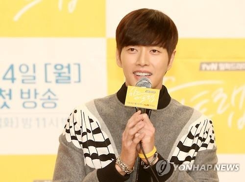 "South Korean actor Park Hae-jin, who stars in the drama ""Cheese in the Trap,"" responds to reporters' questions during a publicity event in Seoul on Dec. 22, 2015. (Yonhap)"