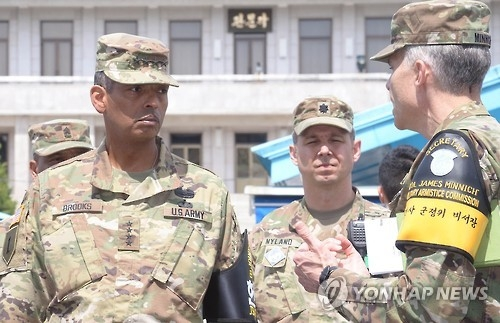 Gen. Vincent K. Brooks, the top commander of U.S. Forces Korea, visits the inter-Korean truce village of Panmunjom in this file photo. (Yonhap)