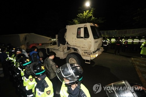 A trailer carrying some THAAD equipment enters a site in Seongju, North Gyeongsang Province, on April 25, 2017. (Yonhap)