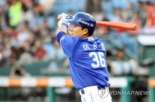 In this file photo taken on May 19, 2017, Lee Seung-yuop of the Samsung Lions hit a two-run homer against the Hanwha Eagles during their Korea Baseball Organization game at Hanwha Life Eagles Park in Daejeon. (Yonhap)