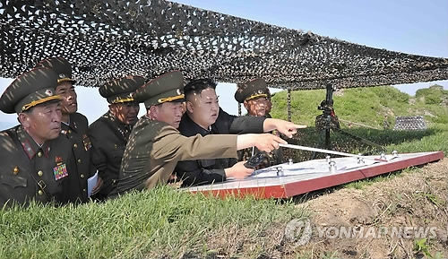 This file photo unveiled by North Korea's state news agency on June 3, 2013, shows North Korean leader Kim Jong-un (C) inspecting a front-line military unit. (For Use Only in the Republic of Korea. No Redistribution) (Yonhap)