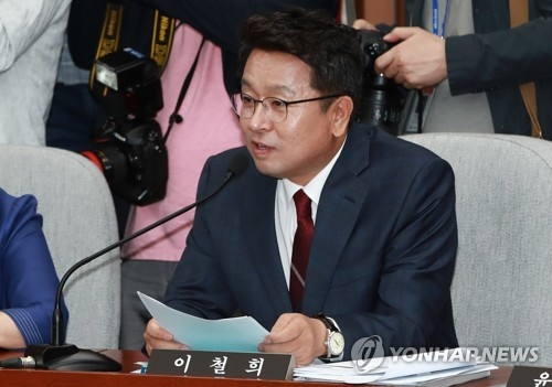 This photo, taken May 24, 2017, shows Rep. Rhee Cheol-hee of the ruling Democratic Party speaking during a parliamentary session at the National Assembly in Seoul. (Yonhap)