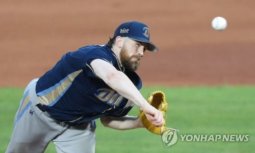 Eric Hacker of the NC Dinos throws a pitch against the Lotte Giants in Game 5 of their first round Korea Baseball Organization postseason series at Sajik Stadium in Busan on Oct. 15, 2017. (Yonhap)