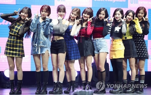 "TWICE poses for photographers during a media showcase for ""Twicetagram"" at Yes24 Live Hall in eastern Seoul on Oct. 30, 2017. (Yonhap)"