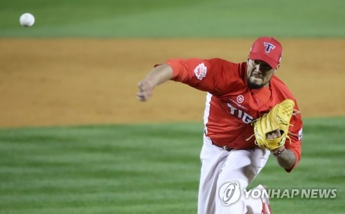 In this file photo taken Oct. 30, 2017, Hector Noesi of the Kia Tigers throws a pitch against the Doosan Bears in the bottom of the fifth inning in Game 5 of the Korean Series at Jamsil Stadium in Seoul. (Yonhap)