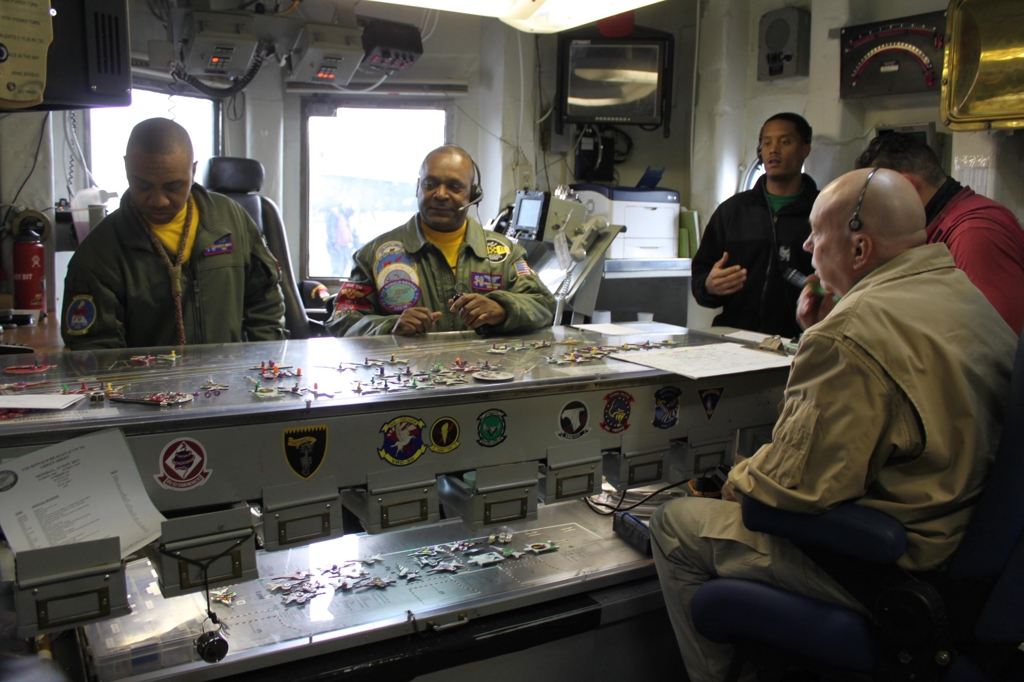 "Lt. Cdr. Terrance Flournoy (2nd from L) demonstrates the ""Ouija board"" at the flight control center of the USS Ronald Reagan on Nov. 13, 2017. (Yonhap)"