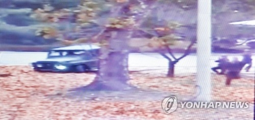 This image captured from a video clip released by the United Nations Command (UNC) on Nov. 22, 2017, shows a North Korean soldier (R) desperately escaping to South Korea to defect. Four North Korean soldiers armed with pistols and rifles chased the man. (Yonhap)
