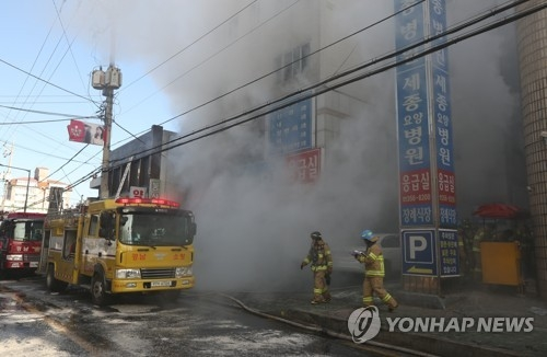 This photo captures a moment after firefighters put out a fire that broke out at a hospital in Miryang, South Gyeongsang Province, on Jan. 26, 2018. (Yonhap)