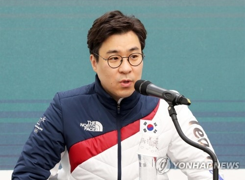 South Korean short track speed skating head coach Kim Sun-tae speaks during a press conference at Team Korea House inside Gangneung Olympic Park in Gangneung, Gangwon Province, on Feb. 23, 2018. (Yonhap)