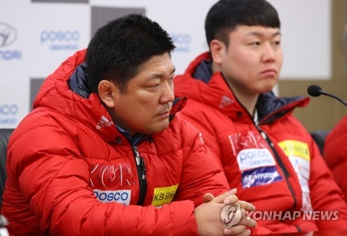 South Korean national bobsleigh and skeleton team head coach Lee Yong (L) speaks during a press conference at Olympic Parktel in Seoul on March 7, 2018. (Yonhap)