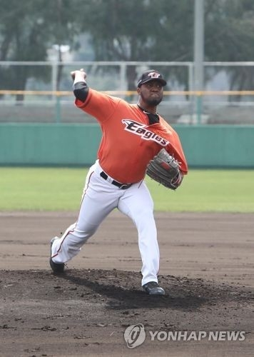 This undated photo provided by the Hanwha Eagles baseball club shows right-hander Keyvius Sampson in action during spring training. (Yonhap)