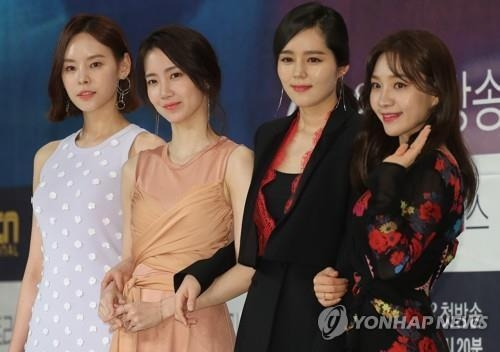 "The four lead cast members pose for photos during a press event for ""Mistress,"" set to premiere on cable channel OCN on April 28, 2018. (Yonhap)"