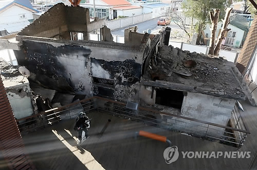 This file photo shows a house on Yeonpyeong Island destroyed by North Korea's bombardment in 2010. (Yonhap)