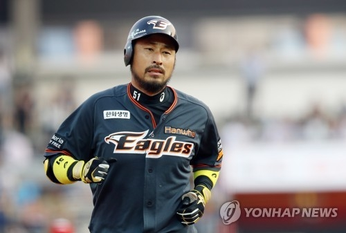In this file photo from June 16, 2017, Kim Kyeong-eon of the Hanwha Eagles rounds the bases after a three-run home run against the KT Wiz in a Korea Baseball Organization regular season game at KT Wiz Park in Suwon, 45 kilometers south of Seoul. (Yonhap)
