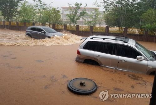 Cars are submerged in a flood in Boseong County, South Jeolla Province, on July 1, 2018. (Yonhap)