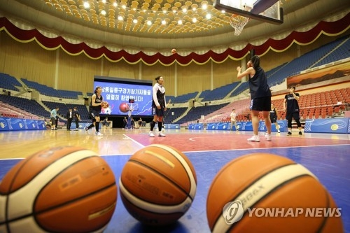 In this Joint Press Corps photo, South Korean women's basketball players practice at Ryugyong Chung Ju-yung Gymnasium in Pyongyang on July 3, 2018. The women's and the men's national teams from the South are in the North Korean capital this week for a series of inter-Korean exhibition games. (Yonhap)