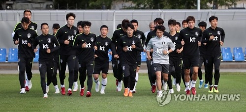 This file photo taken on June 25, 2018, shows South Korea's national football team players training at Spartak Stadium in Lomonosov, Saint Petersburg, Russia. (Yonhap)