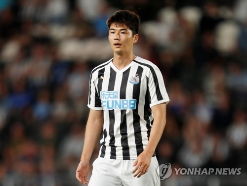 This Reuters photo taken July 24, 2018, shows Newcastle United midfielder Ki Sung-yueng during a preseason friendly match against Hull City at KCOM Stadium in Hull, Britain. (Yonhap)
