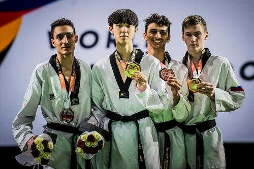 Taekwondo practitioner Jang Jun (2nd from left) holds the gold medal after winning the World Taekwondo Grand Prix in Moscow, Russia, on Aug. 11, 2018, in this photo provided by World Taekwondo. (Yonhap)