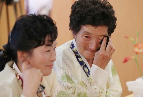 (Yonhap Feature) After brief reunions, tearful goodbyes with no promise to meet again