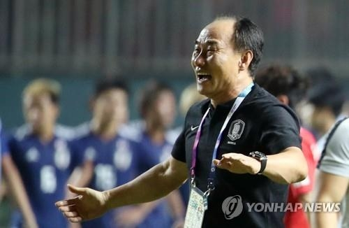 In this file photo, taken Sept. 1, 2018, South Korea's under-23 national football team head coach Kim Hak-bum smiles after his team won a gold medal at the 18th Asian Games following a 2-1 win over Japan in the men's football final at Pakansari Stadium in Cibinong, Indonesia. (Yonhap)
