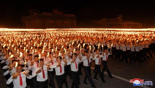 This photo released by the KCNA on Sept. 11, 2018, shows young North Koreans marching in Pyongyang on Sept. 10 during a torchlight procession. (For Use Only in the Republic of Korea. No Redistribution) (Yonhap)