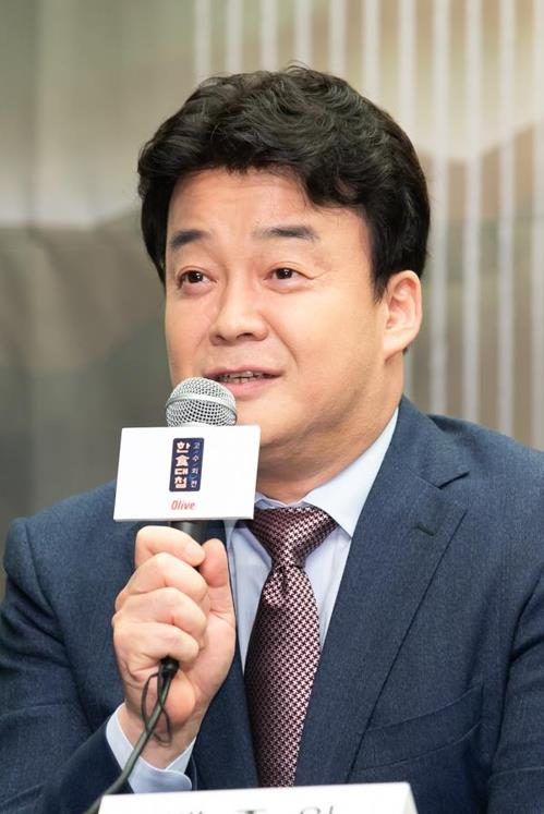 "Businessman, chef and popular TV personality Baek Jong-won talks during a press conference for the new season of ""Korean Food Battle"" on Olive TV on Sept. 11, 2018, in this photo provided by the channel. (Yonhap)"