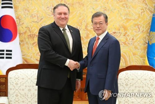 South Korean President Moon Jae-in (R) shakes hands with United States Secretary of State Mike Pompeo during their meeting at the presidential office in Seoul on Oct. 7, 2018. Their meeting took after Pompeo returned from his trip to Pyongyang to meet with North Korean leader Kim Jong-un earlier in the day. (Yonhap)