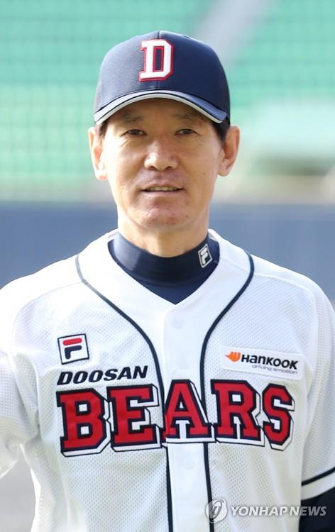 This undated file photo shows Lee Kang-chul, bench coach for the Korea Baseball Organization club Doosan Bears. Lee was named new manager of the KT Wiz on Oct. 20, 2018. (Yonhap)
