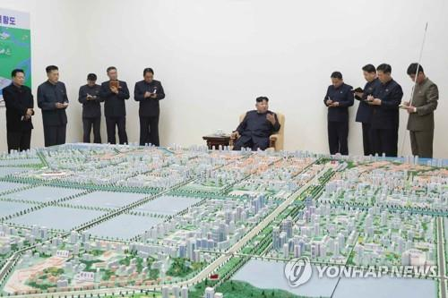(LEAD) N. Korean leader orders development of gateway city to China