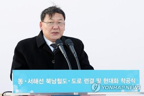North Korean Vice Railway Minister Kim Yun-hyok delivers a speech on Dec. 26, 2018, at Panmun Station in the North's border city of Kaesong during a groundbreaking ceremony for an inter-Korean road and railway project. (Yonhap)