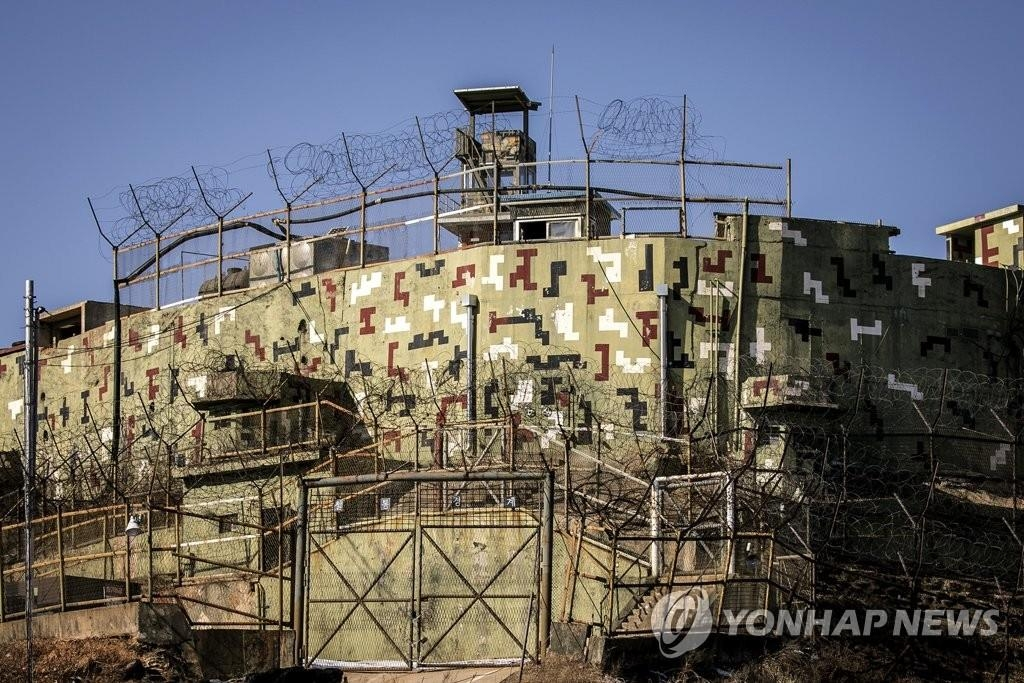 This file photo, taken by the joint press corps, shows a guard post in Goseong, Gangwon Province, that South Korea withdrew from the Demilitarized Zone (DMZ) under an agreement with North Korea. (Yonhap)