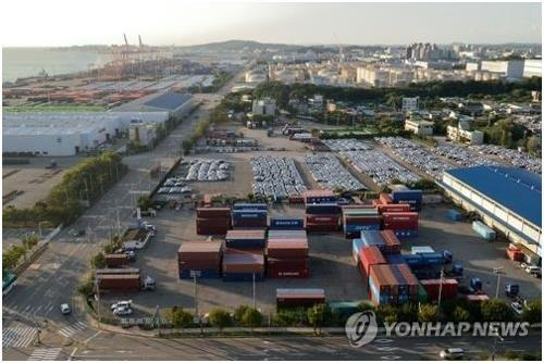 (LEAD) S. Korea's exports drop 8.7 pct in first 20 days of April - 1