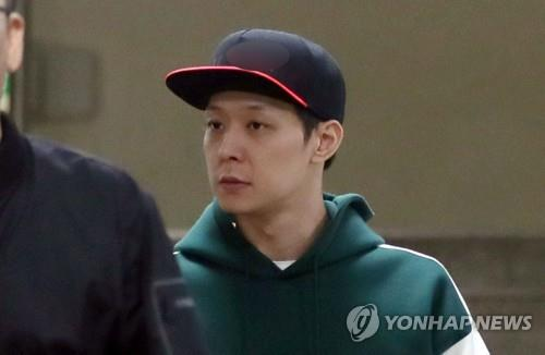 This photo shows singer-actor Park Yoo-chun emerging after a police interrogation in Suwon, Gyeonggi Province, on April 18, 2019. (Yonhap)
