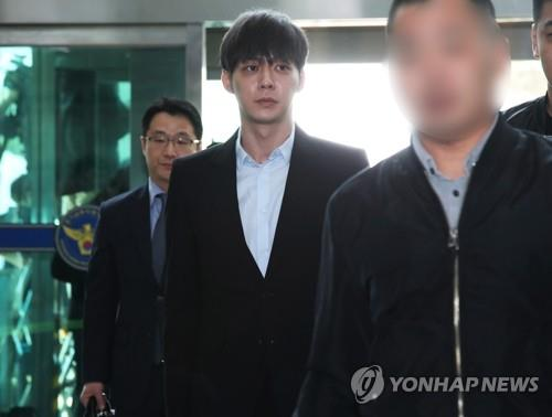 Singer-actor Park Yoo-chun to attend arrest warrant hearing in drug scandal