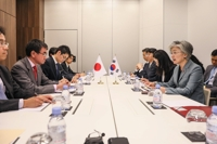 Kang stresses close communication with Tokyo over forced labor in talks with Kono