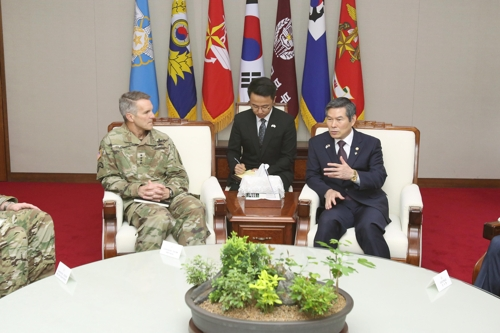 South Korean Defense Minister Jeong Kyeong-doo (R) speaks with Gen. Richard Clarke (L), commander of U.S. Special Operations Command, in Seoul on June 7, 2019, in this photo released by the ministry. (PHOTO NOT FOR SALE) (Yonhap)