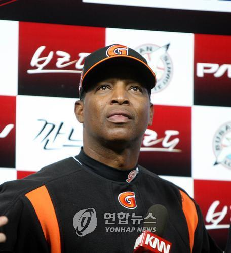 In this file photo from April 2, 2008, Jerry Royster, then manager of the Lotte Giants, speaks in a post-game interview at Sajik Stadium in Busan, 450 kilometers southeast of Seoul. (Yonhap)