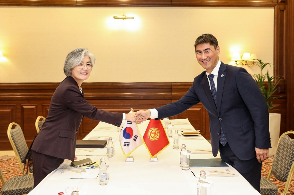 Foreign Minister Kang Kyung-wha (L) shakes hands with her Kyrgyzstani counterpart, Chingiz Aidarbekov, before their talks in Nur-Sultan on Oct. 16, 2019 in this photo provided by her ministry. (PHOTO NOT FOR SALE) (Yonhap)