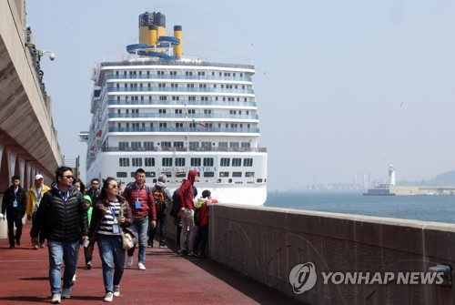 This undated photo shows Chinese tourists visiting South Korea on a company incentive travel program. (Yonhap)