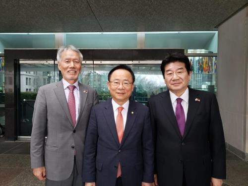 National Assembly Deputy Speaker Rep. Lee Ju-young (C), Liberty Korea Party Reps. Yoo Min-bong (L) and Kang Seok-ho (R) pose for a photo outside the State Department in Washington on Jan. 7, 2020. (Yonhap)