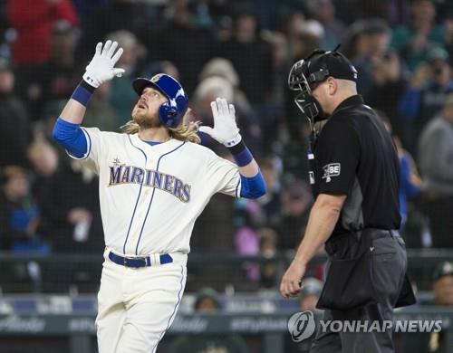 In this Getty Images file photo from April 15, 2018, Taylor Motter of the Seattle Mariners celebrates his home run against the Oakland Athletics in the bottom of the fifth inning of a Major League Baseball regular season game at Safeco Field in Seattle. (Yonhap)