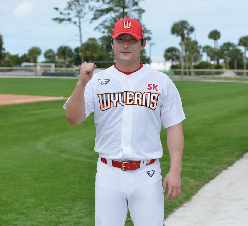 Ha Jae-hoon of the SK Wyverns poses for a photo after his practice at Jackie Robinson Training Complex in Vero Beach, Florida, on Feb. 10, 2020. (Yonhap)