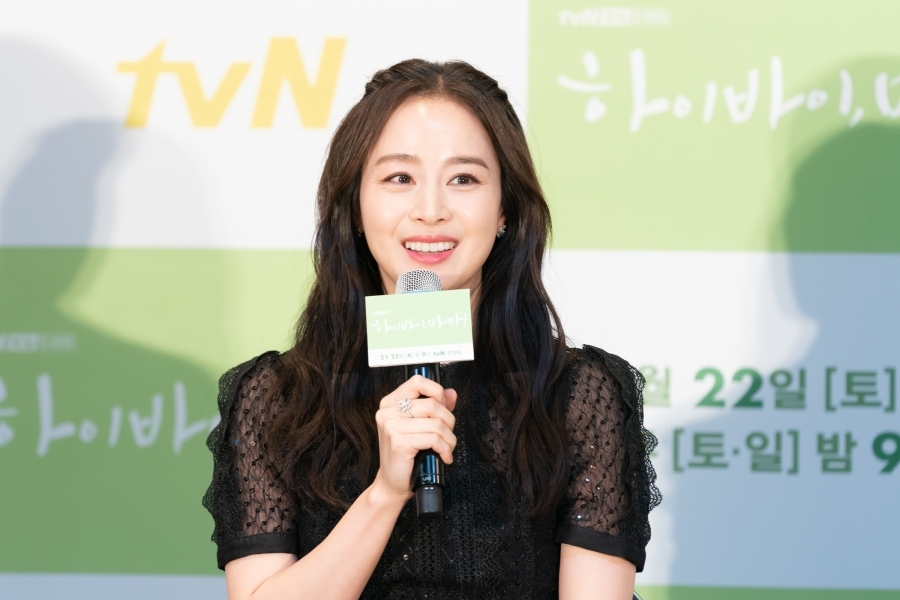This photo of Kim Tae-hee during a press conference in Seoul on Feb. 18, 2020, is provided by tvN. (PHOTO NOT FOR SALE) (Yonhap)