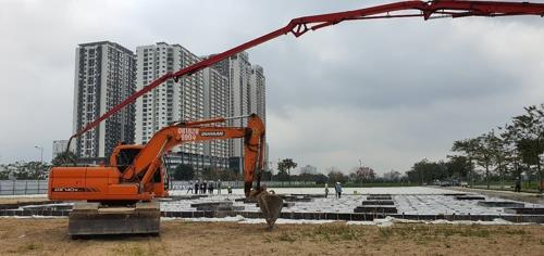 This photo provided by Samsung Electronics Co. on March 2, 2020, shows the construction site of the company's R&D center in Hanoi, Vietnam. (PHOTO NOT FOR SALE) (Yonhap)