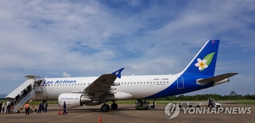(LEAD) Laos to resume flight to Incheon; Czech removes S. Korea from virus-related 'high-risk' country list